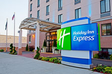 Welcome to the Holiday Inn Express Union St. (Entrance)