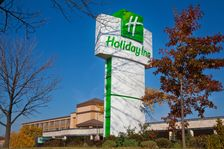Welcome to the Holiday Inn North Shore Hotel (Skokie)