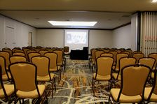 Denver Corporate Meetings Crescent Round Meeting Set