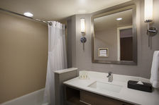 2 Queen Bathroom - All with Tub / Shower