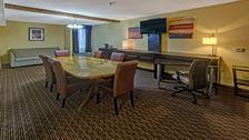 Spacious Suite - Holiday Inn Memphis Airport