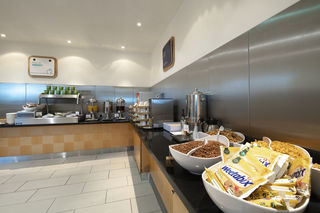 Breakfast area at Holiday Inn Express Newcastle City Centre