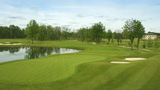 Holiday Inn Dulles is located near several beautiful golf courses.