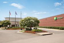 Our beautiful Dulles Airport hotel offers a free airport shuttle.