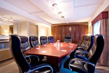 Holiday Inn Express & Suites Surrey Boardroom